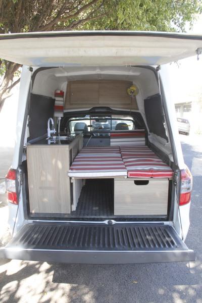 Dênis Correa Vivan- com seu Carro adaptado com cama , pia,